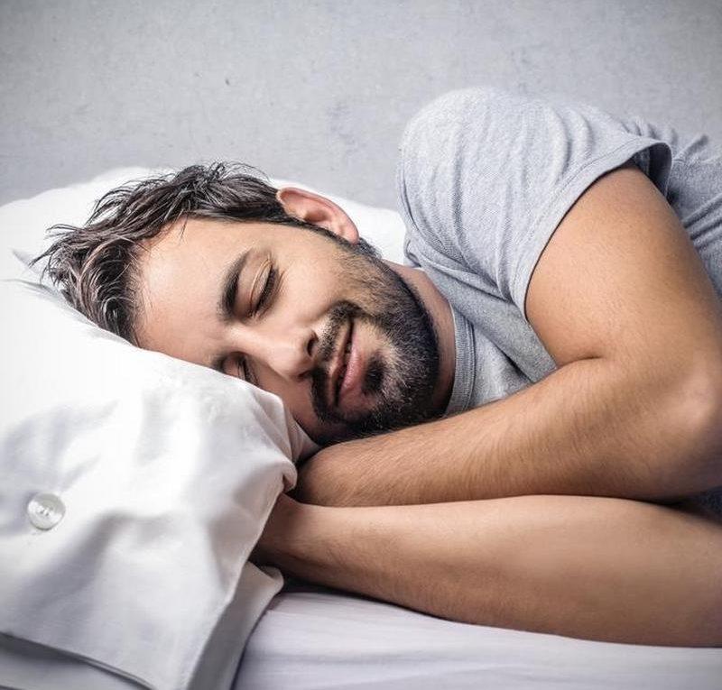 budzić się wyspany